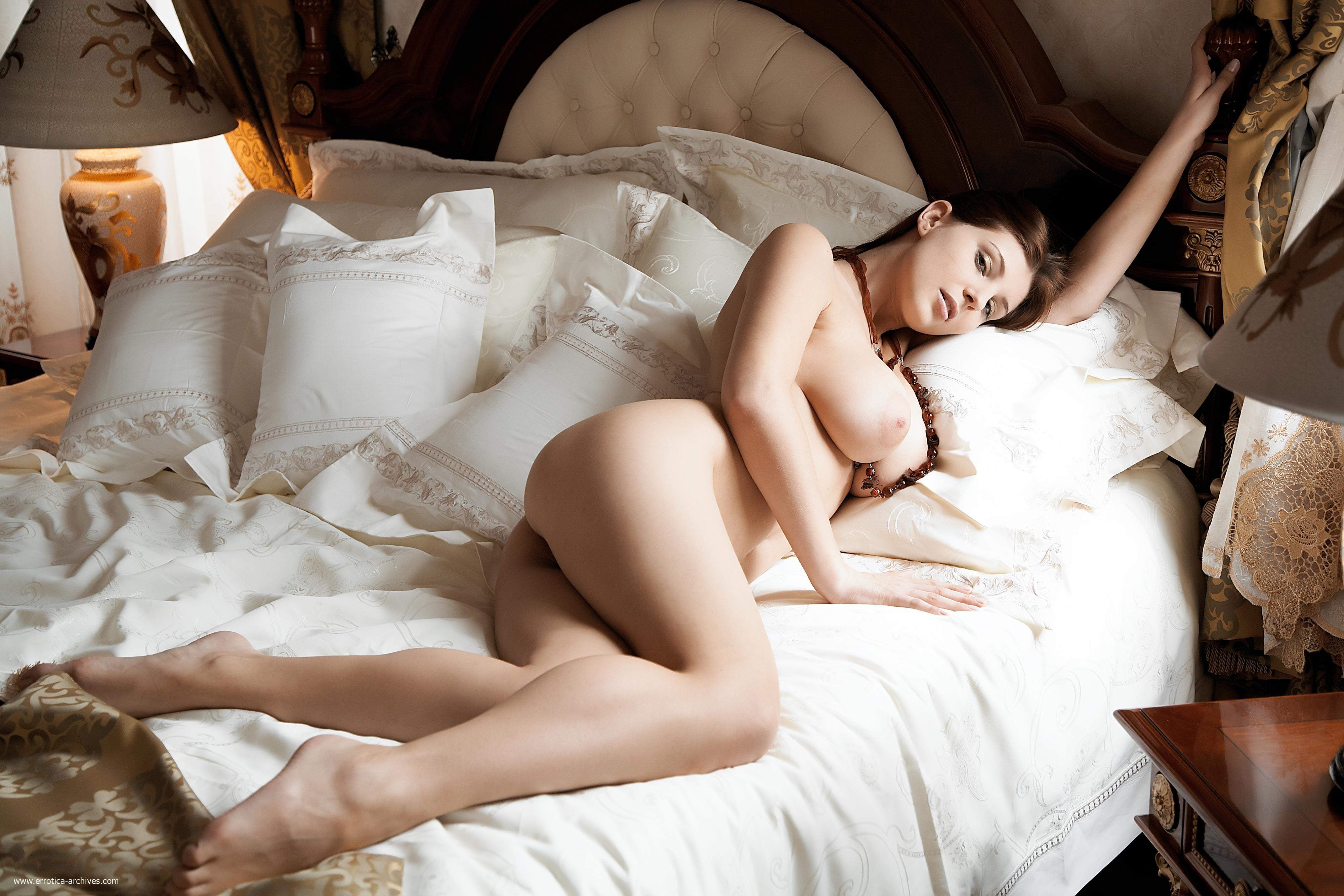 Эротические танцы в постели 15 фотография