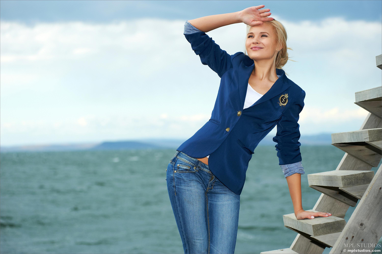 Талия модель блондинка