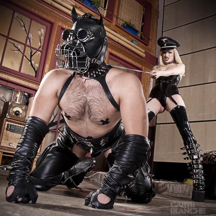 госпожа в маске и раб фото