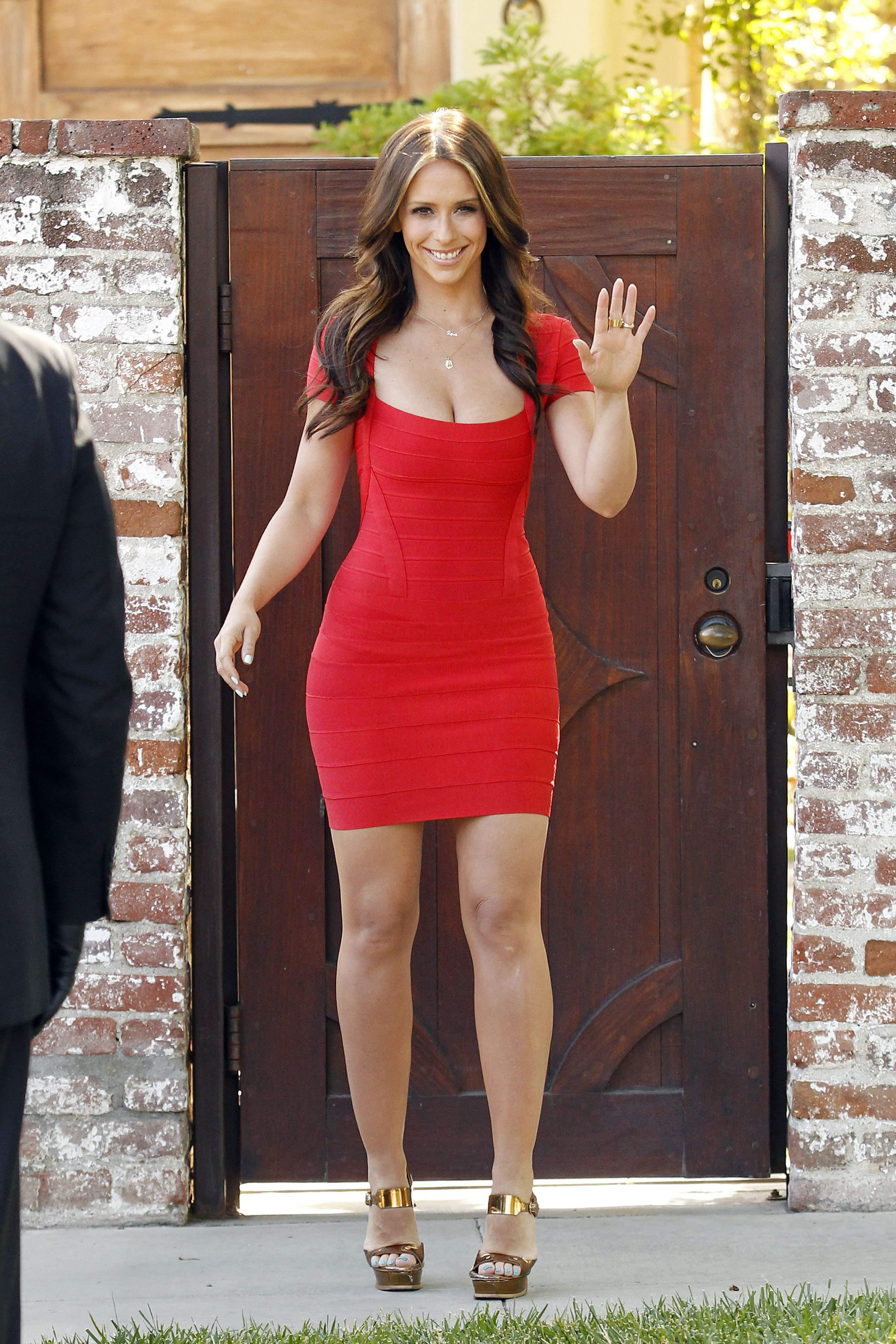 Трахает девочку в красном платье 14 фотография