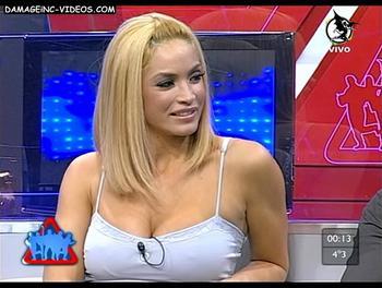 La uruguaya Claudia Fernandez marcando pezones