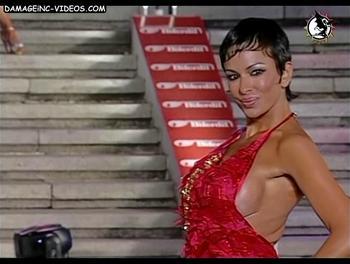 Busty milf Daniela Cardone boob side view