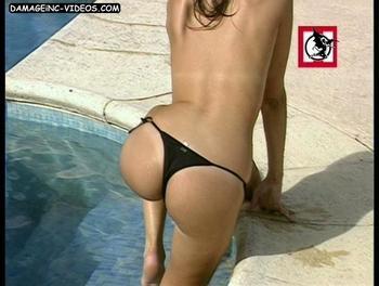 Romina Galvagni sacando culo en tanga negra video